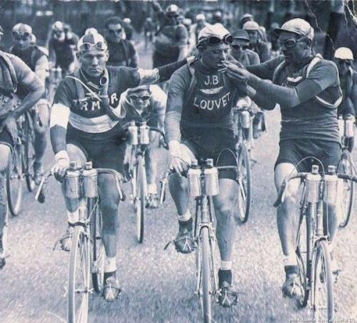 Two cyclists (Vervaeke and Geldhol) smoking during the 1920 Tour de France.