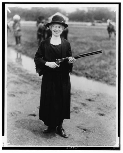 Sharpshooter Annie Oakley, with a gun that Buffalo Bill gave her, 1922.