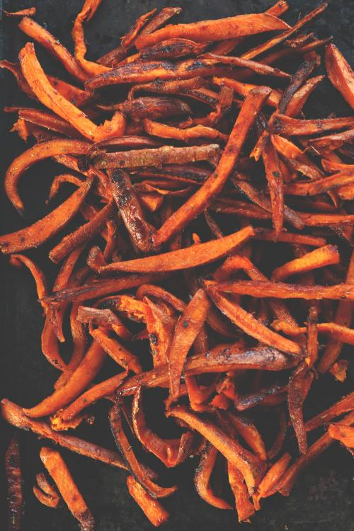 Cajun Sweet Potato Fries! Perfectly spicy-sweet and delicious! #vegan #glutenfree