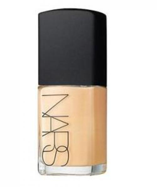 Foundation If you need to minimize redness or discoloration, blend on a lightweight foundation sparingly with your fingers or a sponge.